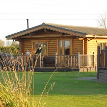 Discount for two guests staying in Greenfinch Lodge
